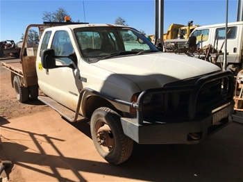 2002 Ford F350XL 4 x 4 Tray Body Truck