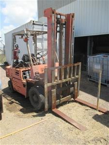 Circa 1991 Komatsu FG25-7 Forklift