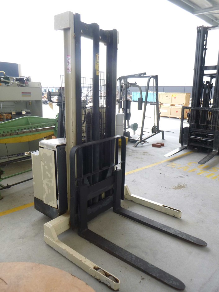 Crown 30WTF130 300 kg Walk Behind Forklift