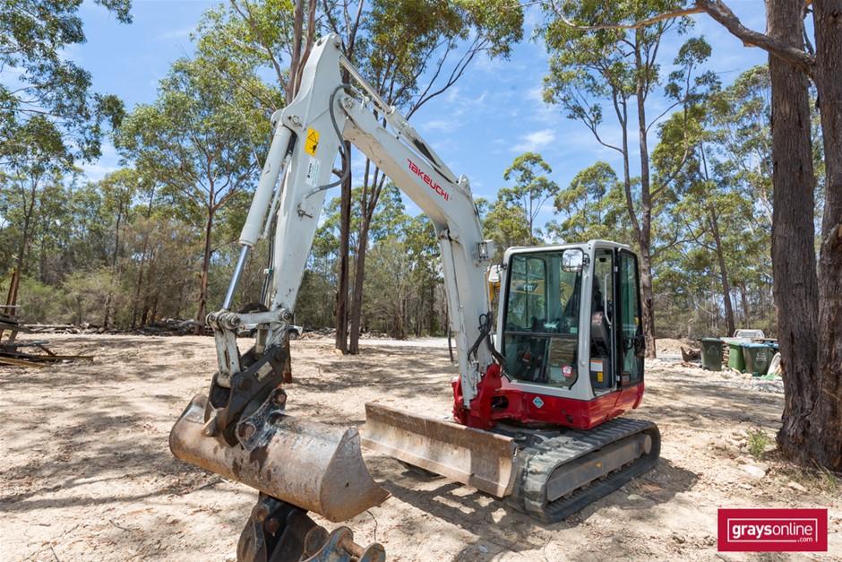 2017 Takeuchi TB250 5.5 Ton Hydraulic Compact Excavator