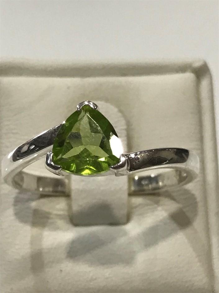 Brilliant 2.00ct Peridot Ring. Size T 1/2 (10)