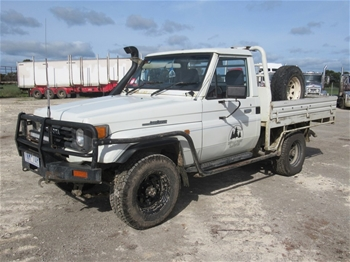 Toyota Land Cruiser GXL 4WD Cab Chassis
