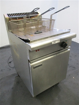 Qty of Waldorf FN8130GHP0 Deep Fryer