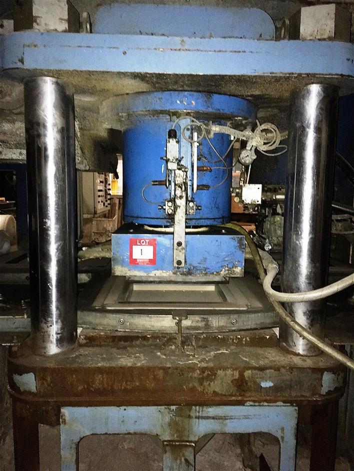 Hydraulic Paver Press. 3 x post press frame.