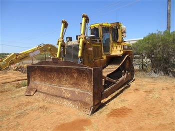 Caterpillar D7H Crawler Dozer with Ripper