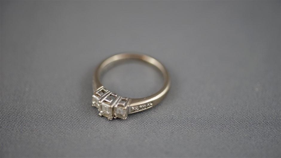 18K White Gold & Diamond Cluster Ring