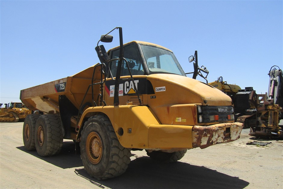 2009 Caterpillar 725 Articulated Dump Truck