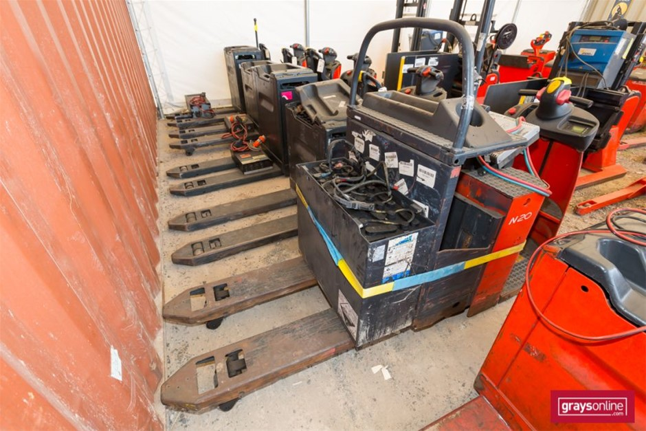 2006 2.0 Tonne Linde N20 Ride On Pallet Mover Year: 2006