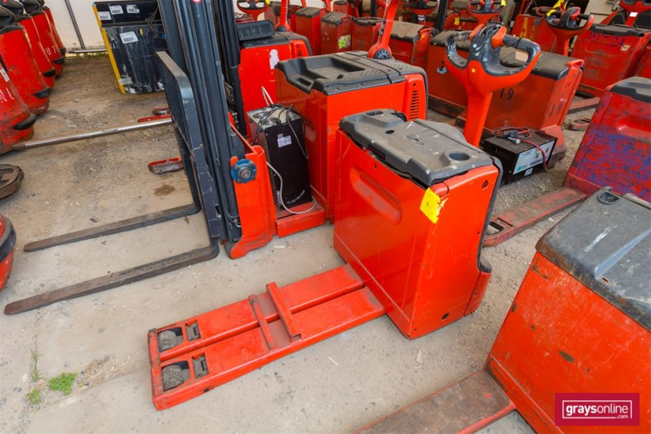2012 1.6 Tonne Linde T16 Ride On Pallet Mover Year: 2012