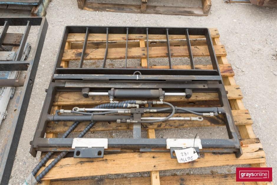 Forklift Frame Size: (W)1040mm (H)920mm Damage: Scraped, m