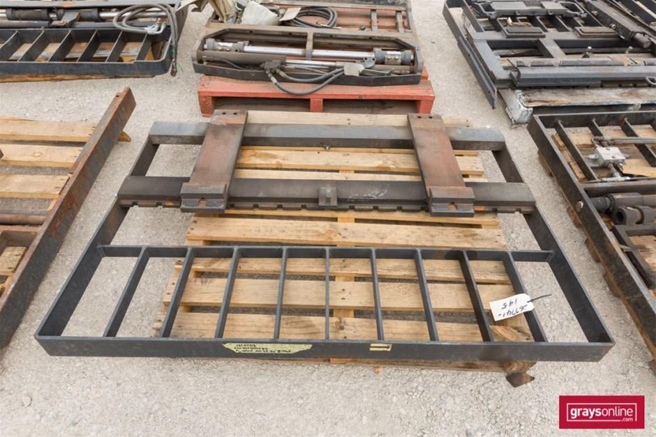 Forklift Frame Size: (W)1550mm (H)1120mm Damage: Scraped,