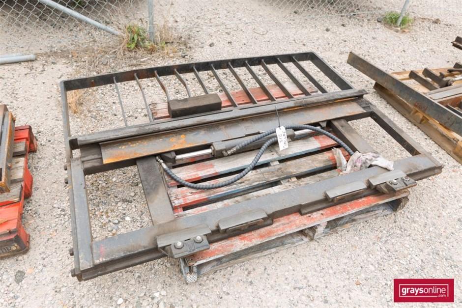Forklift Frame Size: (W)1840mm (H)1320mm Damage: Bent Upri