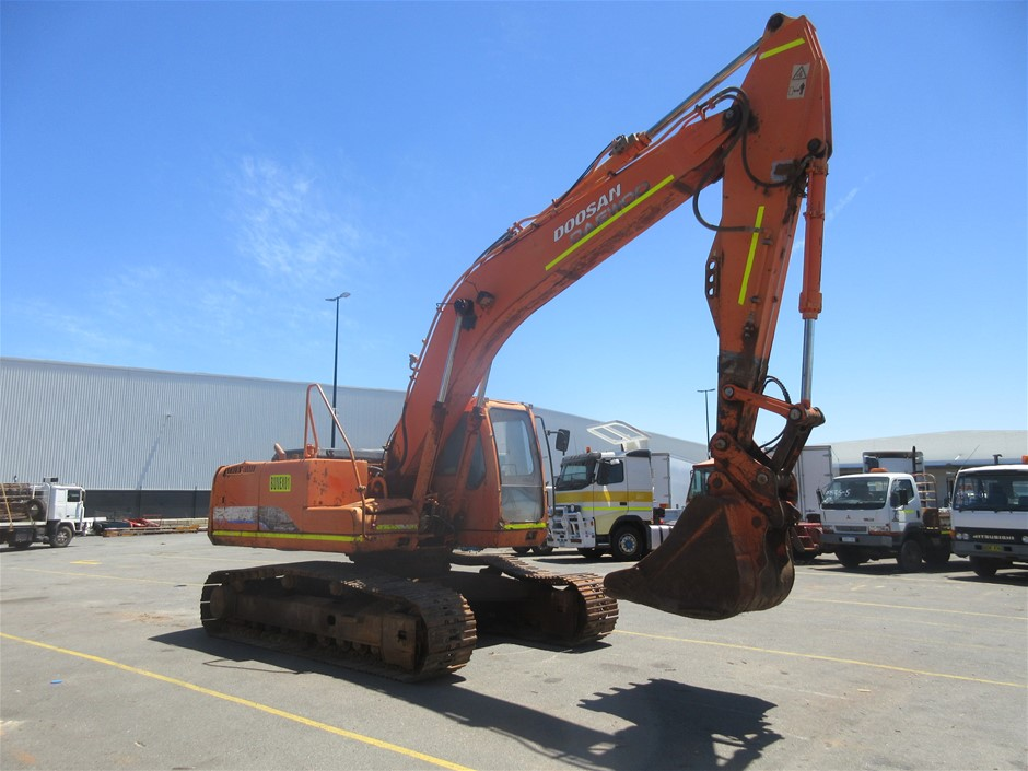 Daewoo Doosan 225LC Steel Tracked Excavator with Bucket