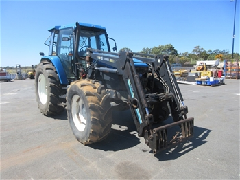 New Holland 8560 4WD Cab Tractor with Trima Loader