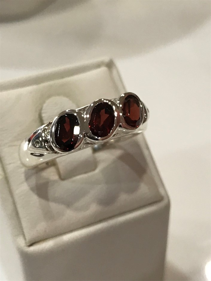 Truly Glorious 1.65Ct Garnet Ring Size R 1/2 (9)