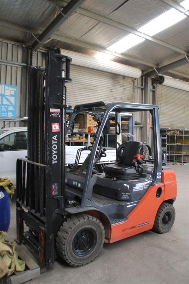 2016 Toyota 328FG25 4 Wheel Counter Balance Forklift