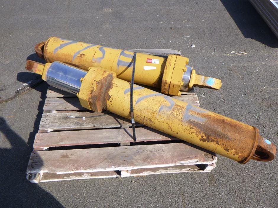 2 x 775E Hoist Cylinders
