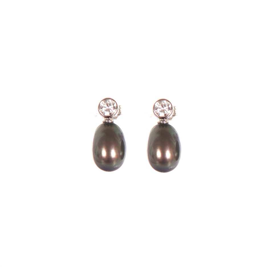 A pair of Sterling Silver 925 dyed black freshwater pearl earrings