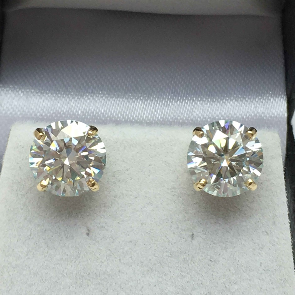 18ct Yellow Gold, 2.33ct Moissanite Earring