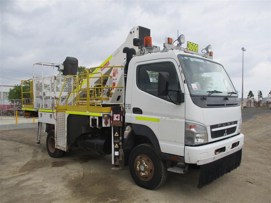 2010 Mitsubishi 4 x 4 Turbo Diesel Cherry Picker Truck 75,443km