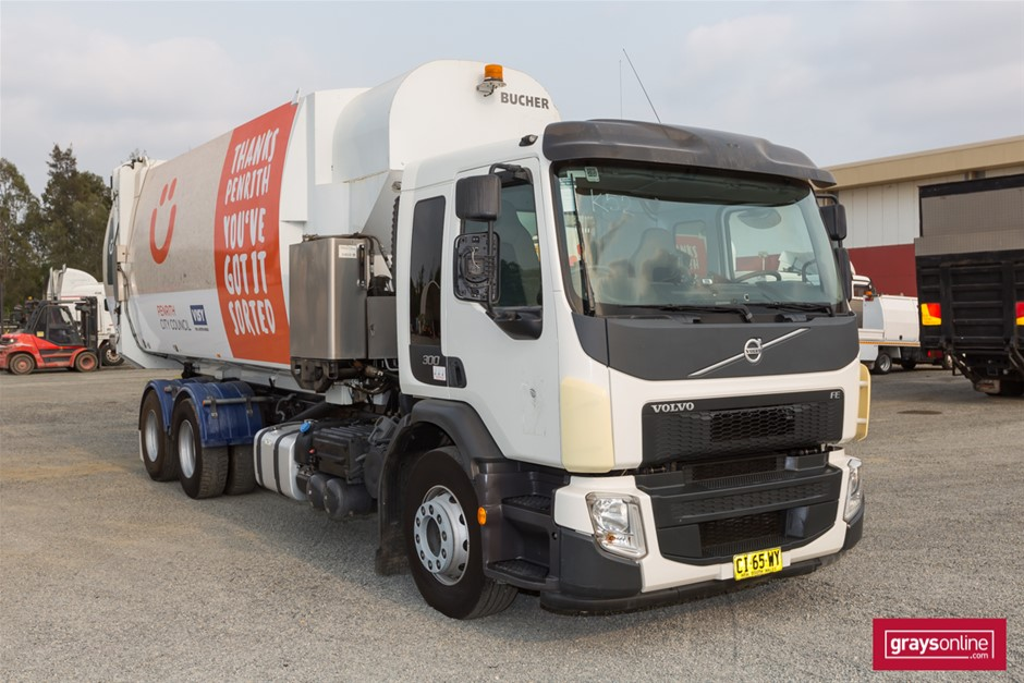 2016 Volvo FE300 Dual Control 35m3 Side Load Garbage Compactor