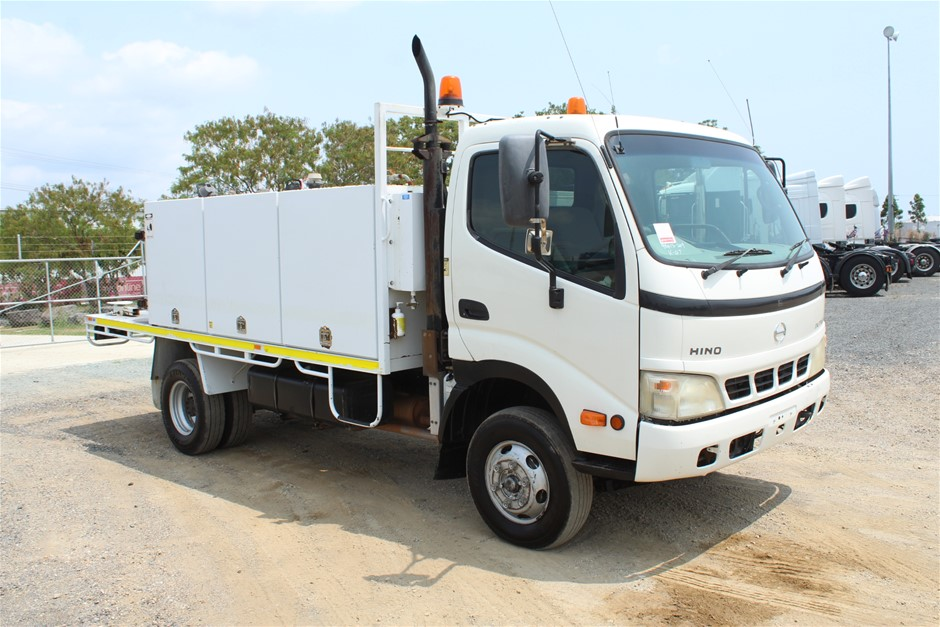 2006 Hino Dutro Turbo Diesel Service Fuel and LubeTruck (Ex Gov)