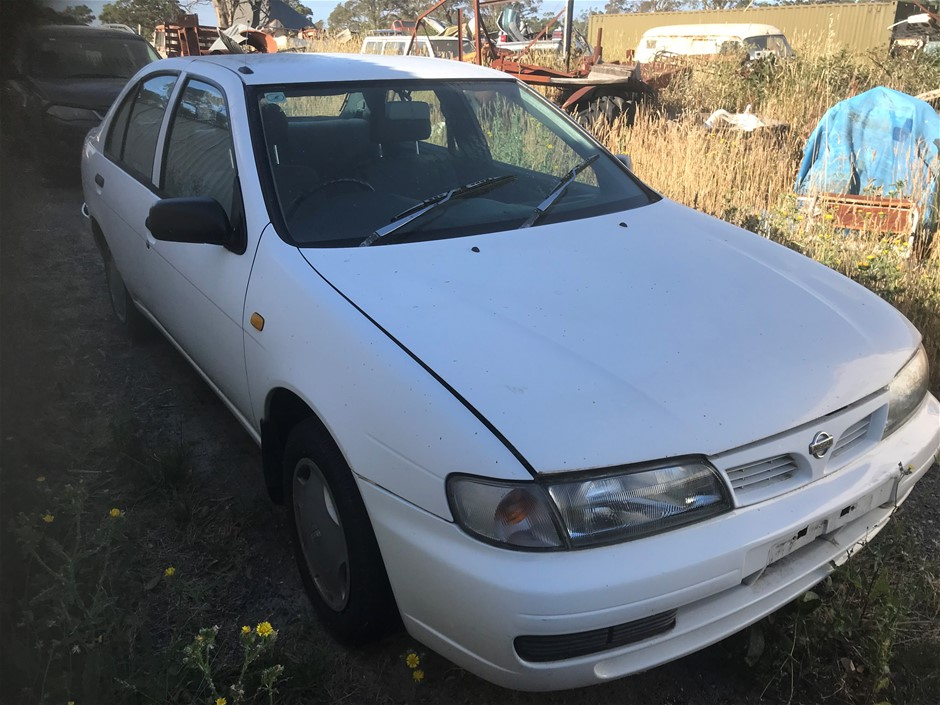 1997 Nissan Pulsar FWD Manual Sedan