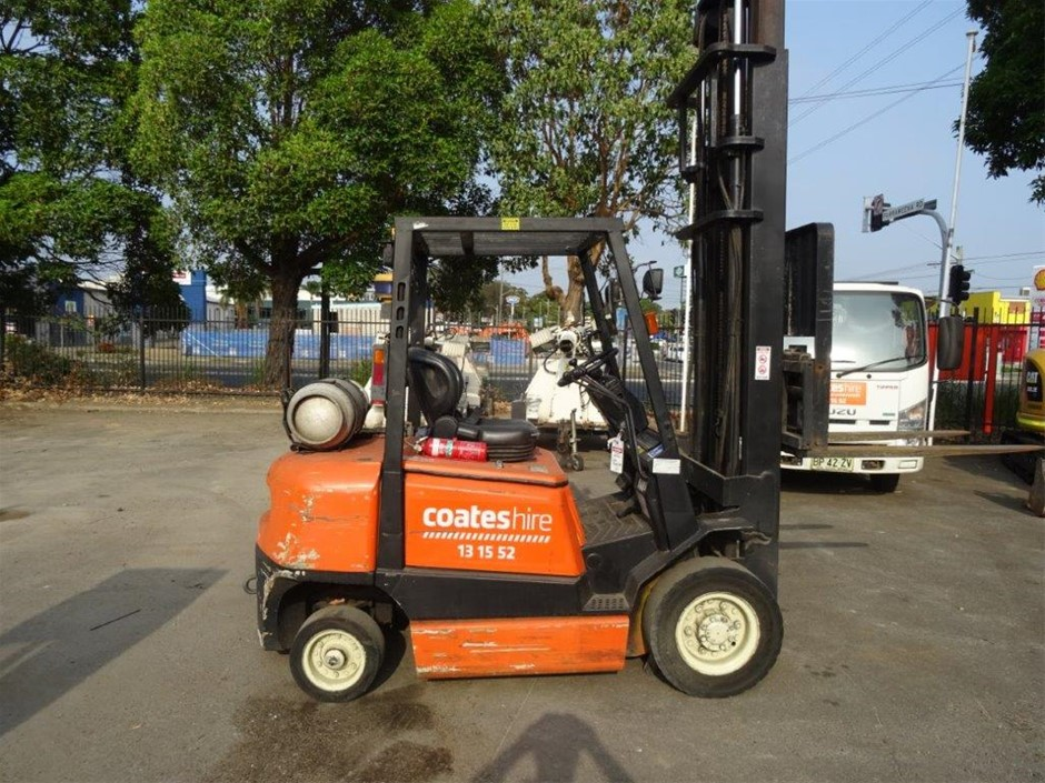 Container Forklift 2.5t LPG 3 mast - Yale GP25RH