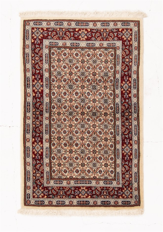 Persian Mood Hand Knotted Wool and Silk Pile SIZE (cm): 75 X 117