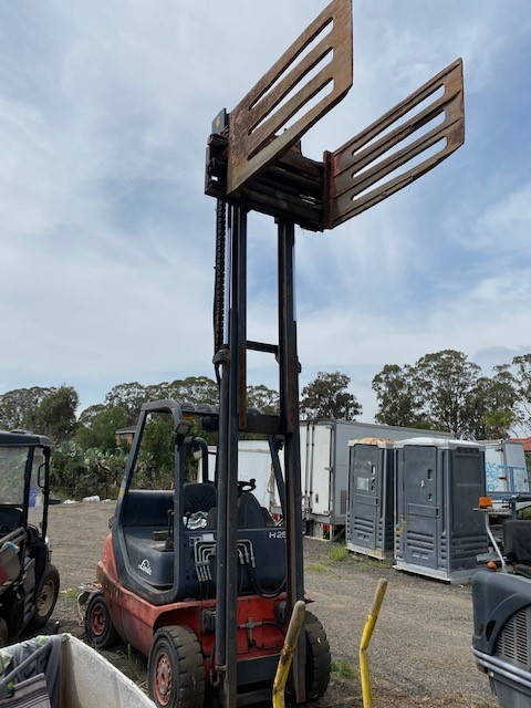 Linde 4 Wheel Counter Balance Forklift