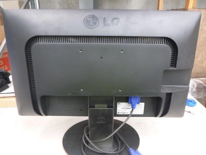 5x Desktop Monitors