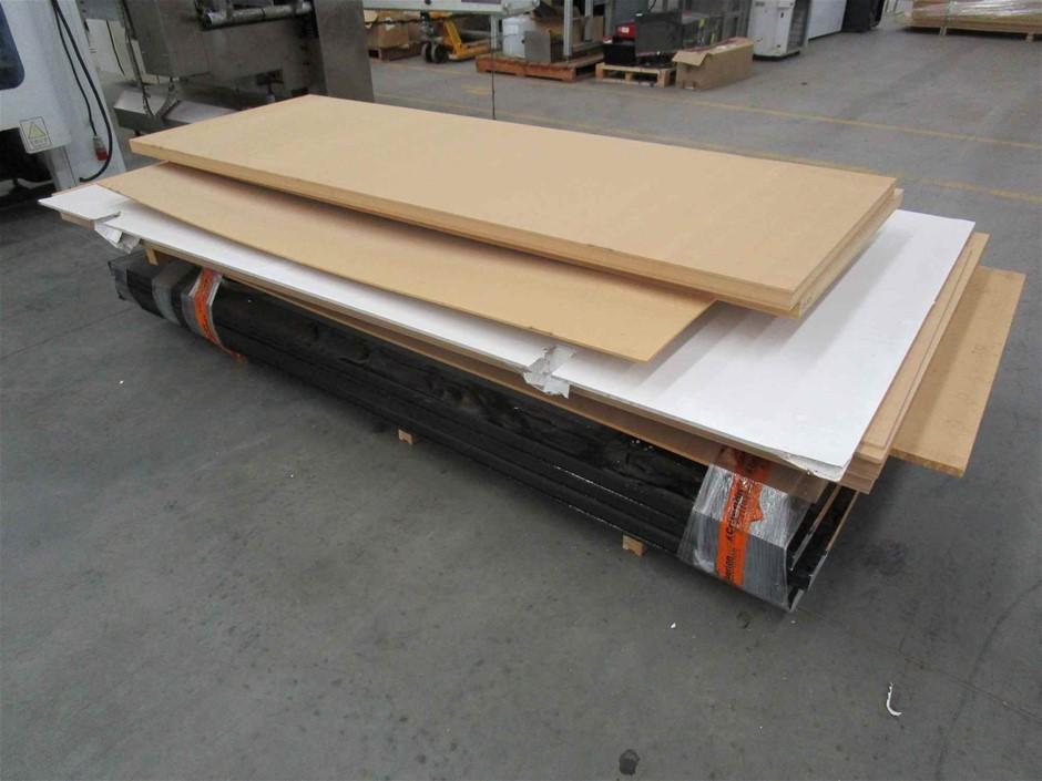 Pallet of 6 x Assorted Timber and 4 x Aluminium Doors