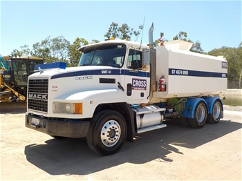 2002 Mack Value Liner 6 x 4 Water Truck