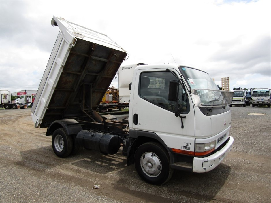 2004 Mitsubishi Canter 4 x 2 T/Diesel Tipper Truck, 178,970km
