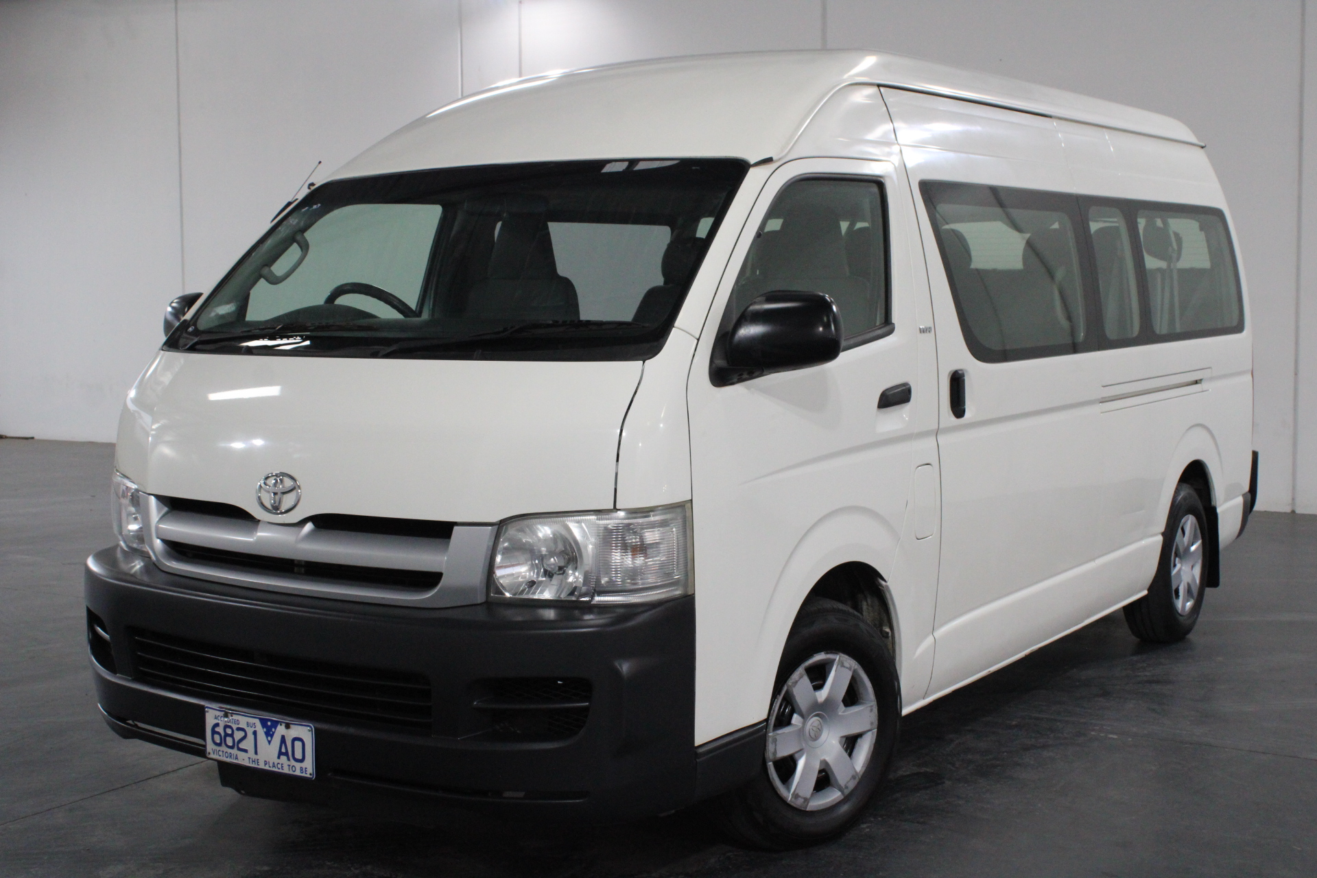 2005 Toyota Hiace Commuter TRH223R Automatic 14 Seats Bus