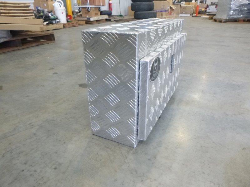 Wombat WAGR Aluminium Checkered Plate Toolbox (Bid Price Per Toolbox)