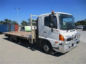 2015 Hino FD 1124/500 4 x 2 Tray Body Tr