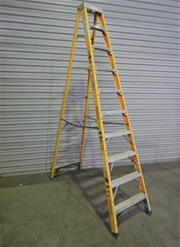 A Qty of 6 Fibreglass Industrial ladders