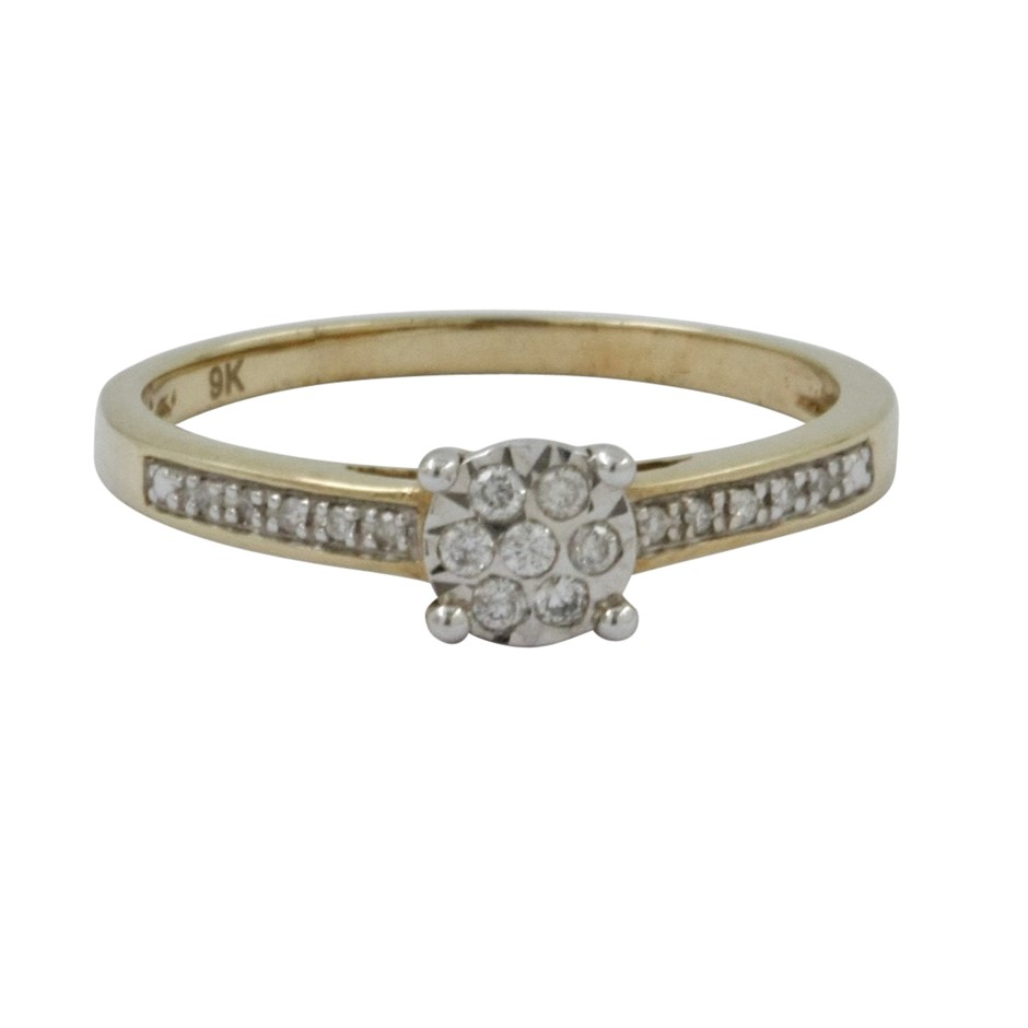 9ct Y/W/Gold Diamond Cluster Ring.