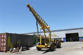 International 4030 3-7T Mobile Crane