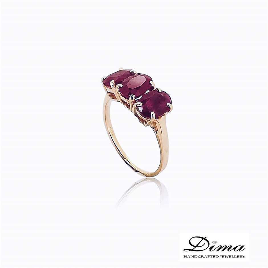 18ct Yellow Gold, 3.10ct Ruby Ring