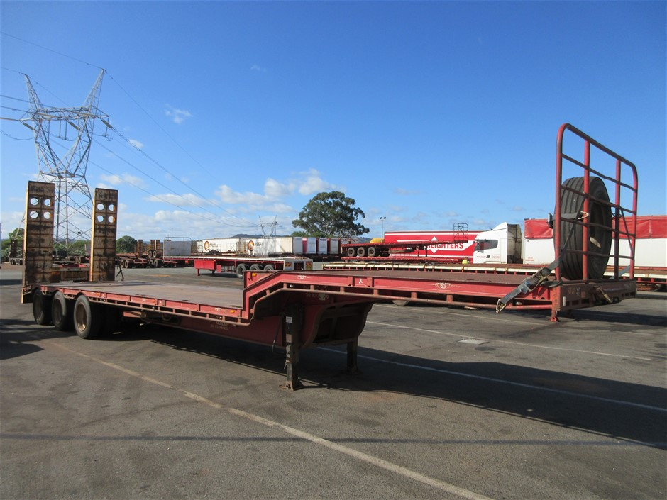 2002 Tuff Trailers 45` Triaxle Drop Deck with Hydraulic Ramps