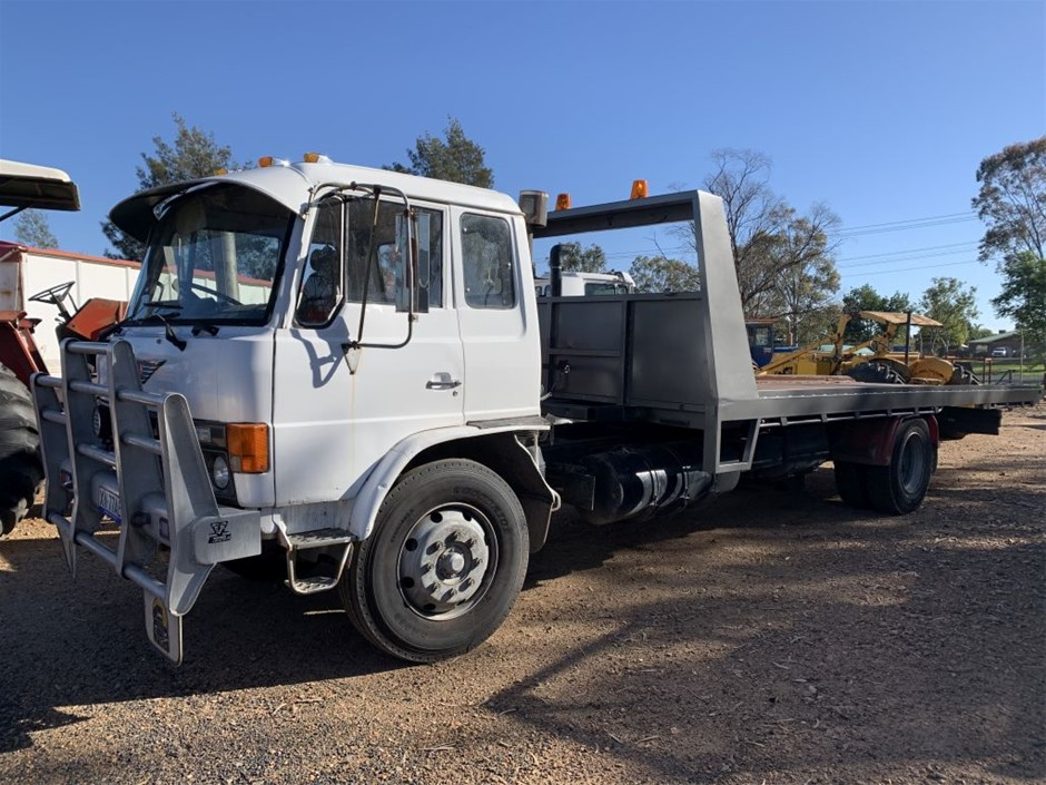 1982 Hino FF177 Tilt and Slide Tray Truck