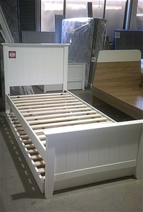 Single Timber Bed in White with Single T