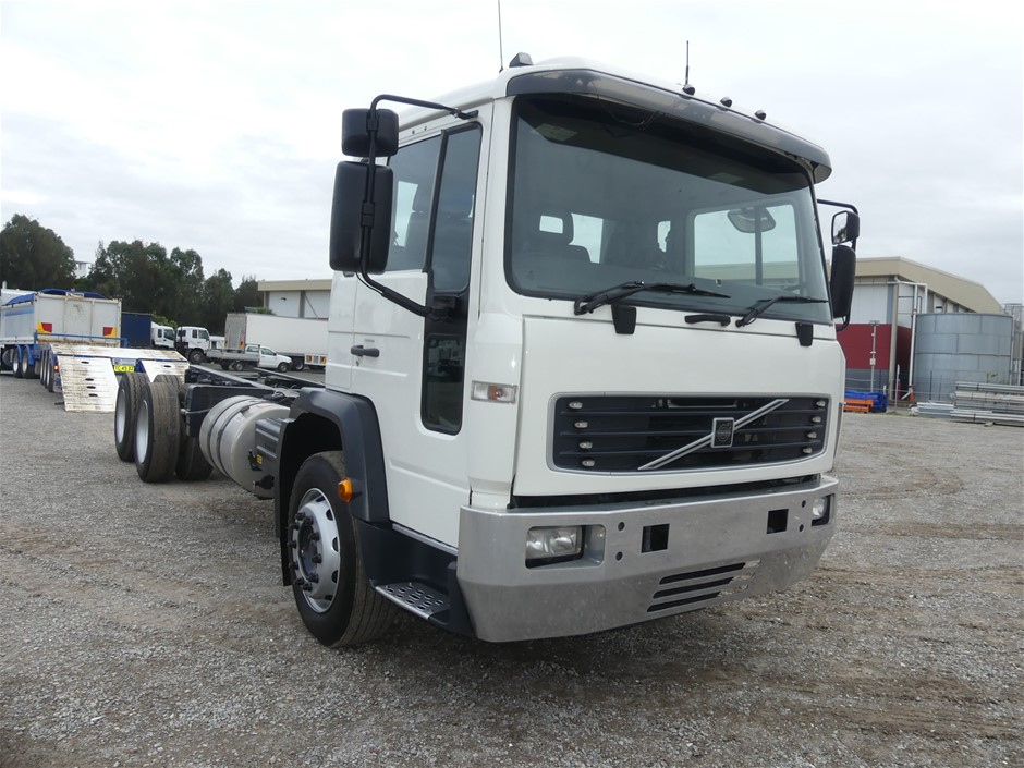 2006 Volvo FL6 6 x 4 Cab Chassis Truck