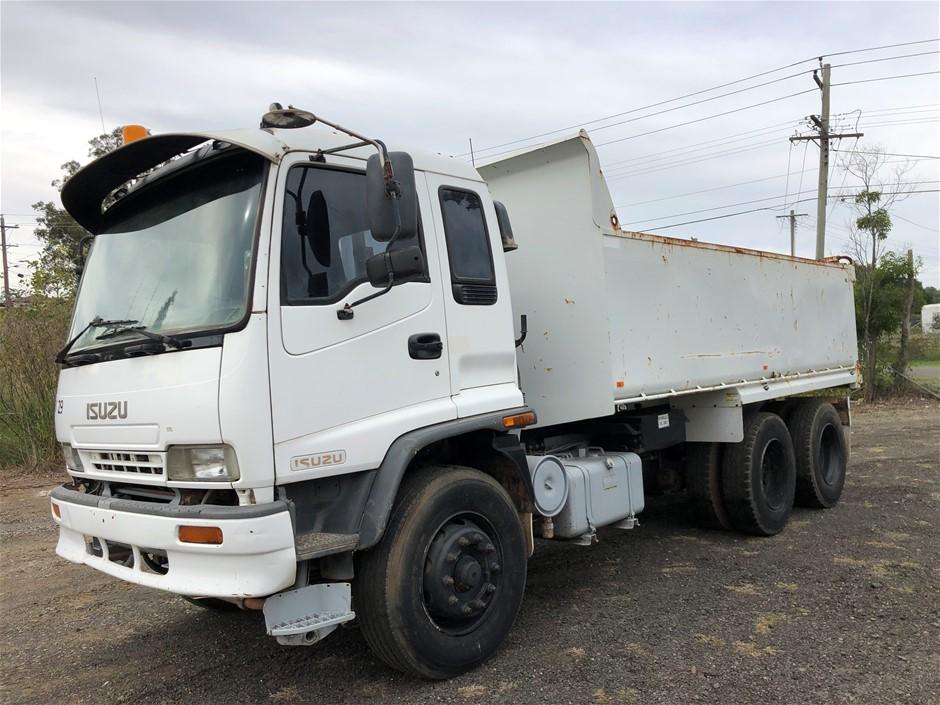 2004 Isuzu FU21400 6 x 2 Tipper Truck