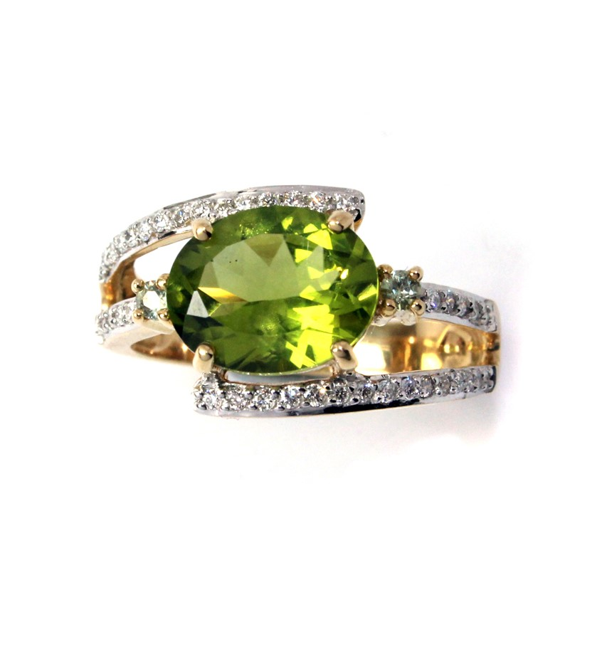 Beautiful 18kt Yellow Gold Peridot, Diamond & Sapphire Ring