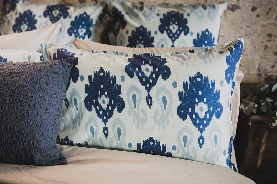 BAMBURY Linen Quilt Cover Set, King, Lavinia. 245cm x 210 cm. Two Pillowcas