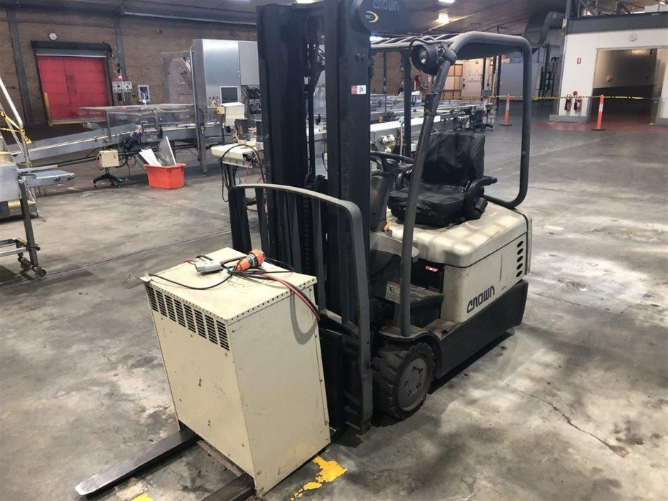Crown Electric Forklift with Charger