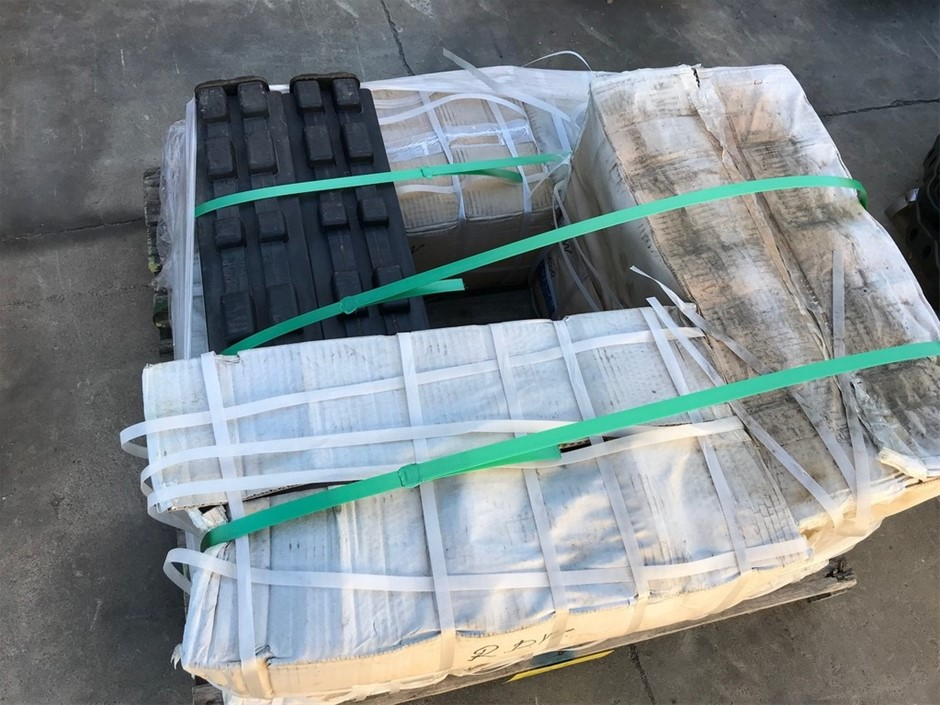 Qty 38 x Unused 600mm Clip On Artliner pads (To suit 20 Tonne)